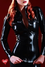 Veste latex Mistress : Veste en latex Skin Two haute qualité, indispensable aux belles fétichistes frileuses.